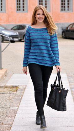 Skøn, superblød sweater i rummelig A-facon med klædelig, vid halsudskæring og skrå underkanter.
