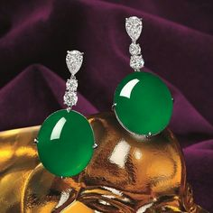 Rich in the heritage of Chinese culture, green translucent jadeite is associated with the enduring virtue of gentlemen. In the forthcoming autumn auction, Tiancheng International is delighted to present an impeccable array of fine jadeite.