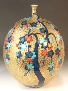 Japanese Vase, Japanese Porcelain, Japanese Ceramics, Japanese Pottery, Painted Vases, Hand Painted, Gold Vases, Gold Art, Glass Ceramic