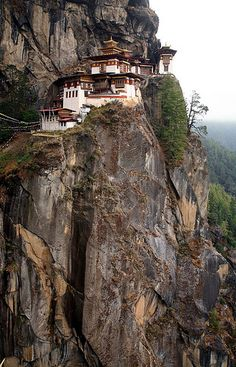 Taktshang or Tiger's Nest Monastery, Paro Valley, Bhutan Shelter Design, Bhutan, Oh The Places You'll Go, Stairways, Paths, Mount Rushmore, Cool Photos, Scenery, Marvel