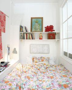 Un lit dans une alcôve
