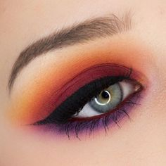 I'm not into doing much vibrant color for my eyes but i do love a warm deep sunset look this was created with Makeup Geek shadows.  MUA.AshleyRenea #makeupgeek