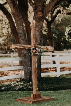 This couple's Bramble Tree Estate wedding was simple and elegant, perfect for a venue surrounded by mossy oaks, rustic greenery, and open fields