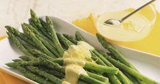 Itt a spárgaszezon, és nincs is jobb társ a párolt spárgához, mint a hollandi mártás – mutatjuk, hogy tudod pofonegyszerűen elkészíteni otthon. Carp Fishing, Fishing Tips, Hollandaise Sauce, Celery, Asparagus, Green Beans, Vegetables, Sauces, Beds