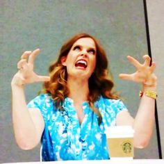 Rebecca Mader is amazing, i lover her so much. She is halarious! ✌️