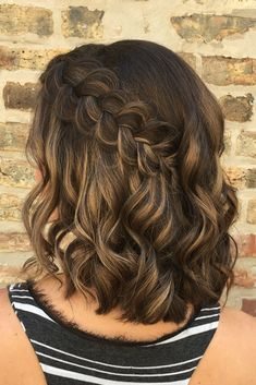 perfect is this simple and elegant braided hairstyle? How perfect is this simple and elegant braided hairstyle? How perfect is this simple and elegant braided hairstyle? Formal Hairstyles For Short Hair, Braided Hairstyles For Wedding, Short Wedding Hair, Braids For Short Hair, Wedding Hair Down, Box Braids Hairstyles, Wedding Hair And Makeup, Straight Hairstyles, Homecoming Hairstyles