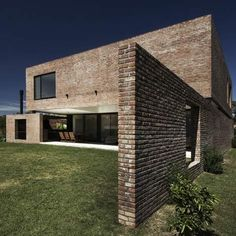VINCENT AVE Argentine architects Estudio BaBO stacked one brick box upon another to create this house next to a golf course in Buenos Aires. Brick Architecture, Minimalist Architecture, Residential Architecture, Interior Architecture, Brick Facade, Facade House, Brick Wall, Villa, Brick Building