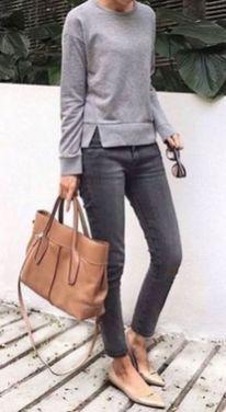 db3d1daa33 5 Ways To Look Sophisticated Without Heels Moda Femenina