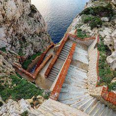Escala del Cabirol: una discesa (e risalita) di 656 gradini che portano dritti alle Grotte di Nettuno - Alghero