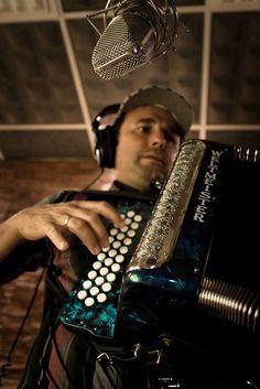 """Miguel Ángel Pérez, """"Conjunto San Antonio"""". Photo by jaimeroldan, via Flickr    Más info:  http://www.jaimeroldan.com  http://www.cancionesenbuscadeartistas.com"""