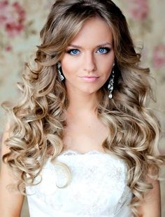 A Mixture of Classic Curls and the 1940s for a Glamorous Wedding Hairstyle