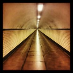 Antwerpen, voetgangerstunnel - good for singing :)