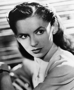 Old Film Stars, Movie Stars, British Actresses, British Actors, Muriel Pavlow, Judi Dench, English Style, Googie, Great Stories