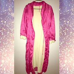 Victoria Secrets Pink Heart Robe A long, extra large Victoria secrets pink hearts robe. The only thing wrong with it is the piece of string in the robe to hang it has come off. Other than that it's in good condition! ❤️ Victoria's Secret Intimates & Sleepwear Robes