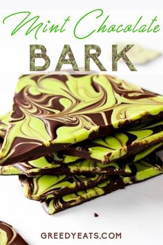 Homemade mint chocolate bark swirled with mint flavored white chocolate. A perfect candy treat for St Patrick's Day, Easter, Christmas or any other day! Easy and fun to mak New Year's Desserts, Cute Desserts, Summer Desserts, Delicious Desserts, Mint Chocolate Bark Recipe, Easy Chocolate Desserts, White Chocolate, Chocolate Chips, Easy Candy Recipes