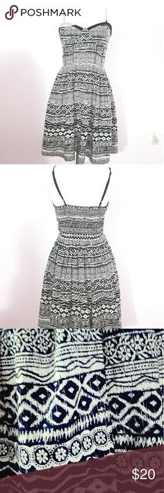 Pretty patterned dress Bustier dress. Hugs all the right places. American Rag Dresses Midi