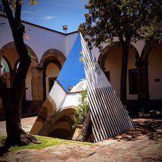 Comparte tus fotos de nuestro proyecto de Buren en el Hospicio Cabañas usando #deunpatioaotro foto: @Toty Rivera de Manqueros — at Instituto Cultural Cabañas.