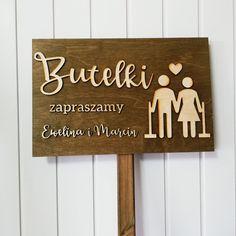 U Was też panuje zwyczaj tłuczenia szkła przed ślubem? Oby całe stłuczone szkło przyniosło wszystkim Młodym Parom szczęście! ☘️  #butelki #polter #tłuczeniebutelek #tłuczenieszkła #pobitegary #zwyczaj #tradycja #wesele #ślub #wedding #paramłoda #mąż #żona #szczęście #happiness #love #naszczęście #naszczescie #party #znak #drogowskaz #detaleslubne #dekoracje #dekoracjeweselne #slubnaglowie #wesele2019 #wesele2020 #toruń #gravergifts