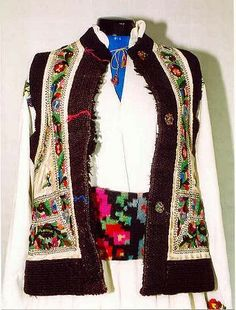 FolkCostume&Embroidery: Costume and Embroidery of Neamț County, Moldavia, Romania Folk Embroidery, Learn Embroidery, Embroidery For Beginners, Embroidery Patterns, Folk Costume, Costumes, Tribal Outfit, Women's Chemises, Sheepskin Jacket