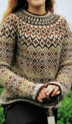 lovely pattern, wonder where to by it Punto Fair Isle, Motif Fair Isle, Fair Isle Pattern, Fair Isle Knitting Patterns, Sweater Knitting Patterns, Knit Patterns, Winter Sweaters, Sweaters For Women, Fair Isle Sweaters