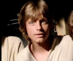 He is so handsome and very cute❤️ Mark Hamill Luke Skywalker, Star Wars Luke Skywalker, Star Wars Cast, Star Trek, Star Wars Episode Iv, War Film, Star War 3, Carrie Fisher, A New Hope