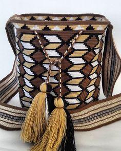 Crotchet Bags, Knitted Bags, Tapestry Bag, Tapestry Crochet, Crochet Stitches Chart, Crochet Patterns, Mochila Crochet, Boho Bags, Pot Of Gold