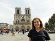 Catedral de Notre Dame. La Catedral de Nuestra Señora es una iglesia de culto católico, sede episcopal de París. Ejemplo representativo de la arquitectura gótica francesa.