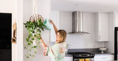 Can you keep plants alive? I have mostly silk plants in my home other than bamboo that only need watered once a Gorgeous Indoor Hanging Houseplants Real Estate Articles, Real Estate Tips, Real Estate Sales, Real Estate Marketing, Parkland Florida, Exit Realty, Fenced In Yard, Hanging Plants, Beautiful Space