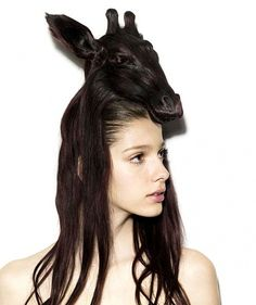thought this bitch had a giraffe on her head!!!! Lol