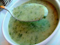 Patatesli roka çorbası son derece lezzetli ve besleyici bir çorbadır. Kısa sürede hazırlanan bu kremalı çorba soğuk kış günlerinde içinizi ısıtacak.
