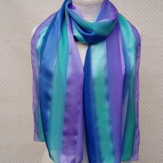 Echarpe, étole mousseline de soie, violet bleu turquoise peint à la main