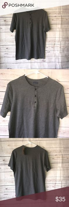 Levi men's casual brand new top Short sleeve  Levi top New Smoke free pet free home Sz small  Pit to pit 21 Long 29 A17 Levi's Shirts Tees - Short Sleeve
