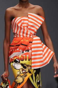 http://www3.pictures.stylebistro.com/it/Moschino+Fall+2014+Details+qp9DiH6EpjOl.jpg