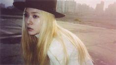 f(x) Krystal red light Jessica & Krystal, Krystal Jung, Fx Red Light, Best Kpop, Ice Princess, Sulli, I Love Girls, Portrait Inspiration, Cnblue
