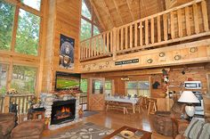 Bear Track Inn - This cabin is truly gorgeous! Fantastic Smoky Mountain decor that you will love!