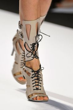 From Simple to Outrageous, NYFW's Runway Shoes Are Here/Dorothy johnson