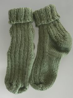 This shop is all about beautifully hand knitted socks. Knitting Socks, Hand Knitting, Woolen Socks, Toddlers, Toe, Warm, Trending Outfits, Heels, Green