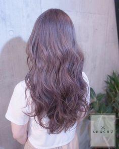 Instagram media shachu_hair - まなみcolor . グラデーション×パールピンキーグレージュ . パールグレージュをベースにほんのりピンクを入れて柔らかいカラーに . hair by @manax_x . #shachu #hair #color #ヘアカラー #外国人風 #パールピンキーグレージュ #long #グラデーション #ウェーブ #波打ち