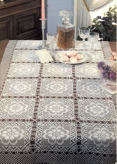 Tablecloth of the big square motif
