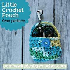 Quick and simple project - perfect to hold small objects or a pair of headphones! This little crochet pouch is also perfect for little children who like to keep their treasures safe :)