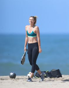 maria-sharapova-on-the-beach-in-santa-monica-3-9-2016-3.jpg (1280×1632)