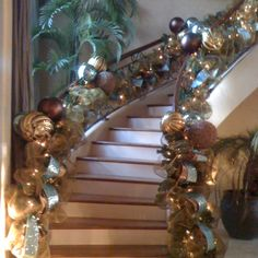 Holiday staircase decor - Bronze and silver Christmas Stairs, All Things Christmas, Christmas Home, Christmas Holidays, Christmas Wreaths, Merry Christmas, Christmas Drama, Christmas Ideas, Christmas Banners