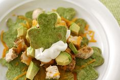 From desserts to appetizers and main dishes - get 15 tasty recipes that are all naturally green for your St. Patrick's Day celebration - no food coloring required! patricks day dinner main dishes 15 Naturally Green Recipes for St. Spinach Tortilla, Tortilla Chips, Tortilla Nachos, St Patricks Day Food, Saint Patricks, Irish Recipes, Greens Recipe, Holiday Recipes, Holiday Themes