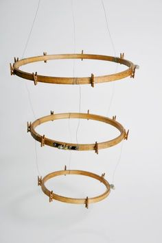 DIY: Embroidery Hoop Photo Display