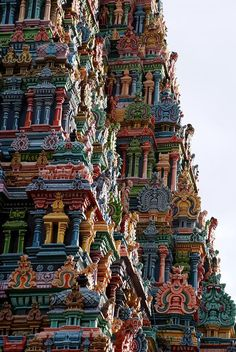 Connaissez-vous ce lieu fascinant et coloré ? C'est l'un des plus visités au monde Temple Architecture, Cultural Architecture, Beautiful Architecture, Magic Places, Places To Go, World Of Color, Color Of Life, Cool Landscapes, Beautiful Landscapes