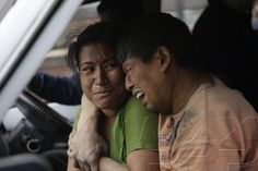 ©NARENDRA SHRESTHA/EPA/MAXPPP - Relatives of a victim react after an earthquake caused serious damage in Kathmandu, Nepal, 25 April 2015. At least around 600 people have been killed and hundreds of others injured in a 7.9-magnitude earthquake in Nepal, according to the country's Interior Ministry.  #NepalEarthquake #Nepal #NepalQuake #desastre #photographie #photojournalisme #news #photooftheday #shootermag #picoftheday #24HeuresPhotos
