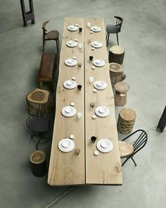 Long wooden table with logs as a stool and various .- Langer Holztisch mit Holzstämmen als Hocker und verschiedenen Stühlen Long wooden table with logs as a stool and various chairs - Communal Table, Wooden Dining Tables, Dining Table Design, Long Wood Table, Large Table, Long Dinning Table, Wooden Table Diy, Natural Wood Table, Wooden Chairs