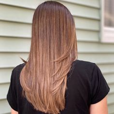 Wear a chic look like this, and never spend too much time styling again. This beautiful light brown balayage is low-maintenance and will stay with you for a while. Brown Balayage, Light Brown Hair, Brown Hair Colors, Latest Hairstyles, Beautiful Lights, Color Trends, Long Hair Styles, Chic, Beauty