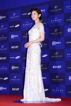 Viajando por el mundo POP - Espacio Kpop : Los peores y mejores vestidos de la alfombra roja de los premios Baeksang Arts Awards 2016
