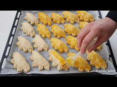 Akşamdan yoğurup sabaha pişirin 👌şipşak buzluk poğaçasını birde bu şekille deneyin - YouTube Empanadas, Turkish Recipes, Ethnic Recipes, Turkish Delight, Iftar, Biscotti, Ham, Sushi, Stuffed Mushrooms